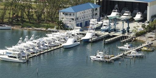 Bluewater-Yacht-Sales-Riviera-Baech