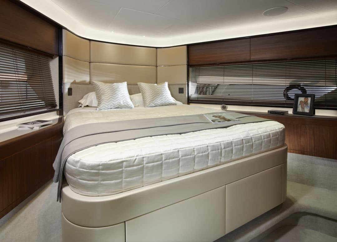 04_princess_75_motor_yacht_forward_cabin