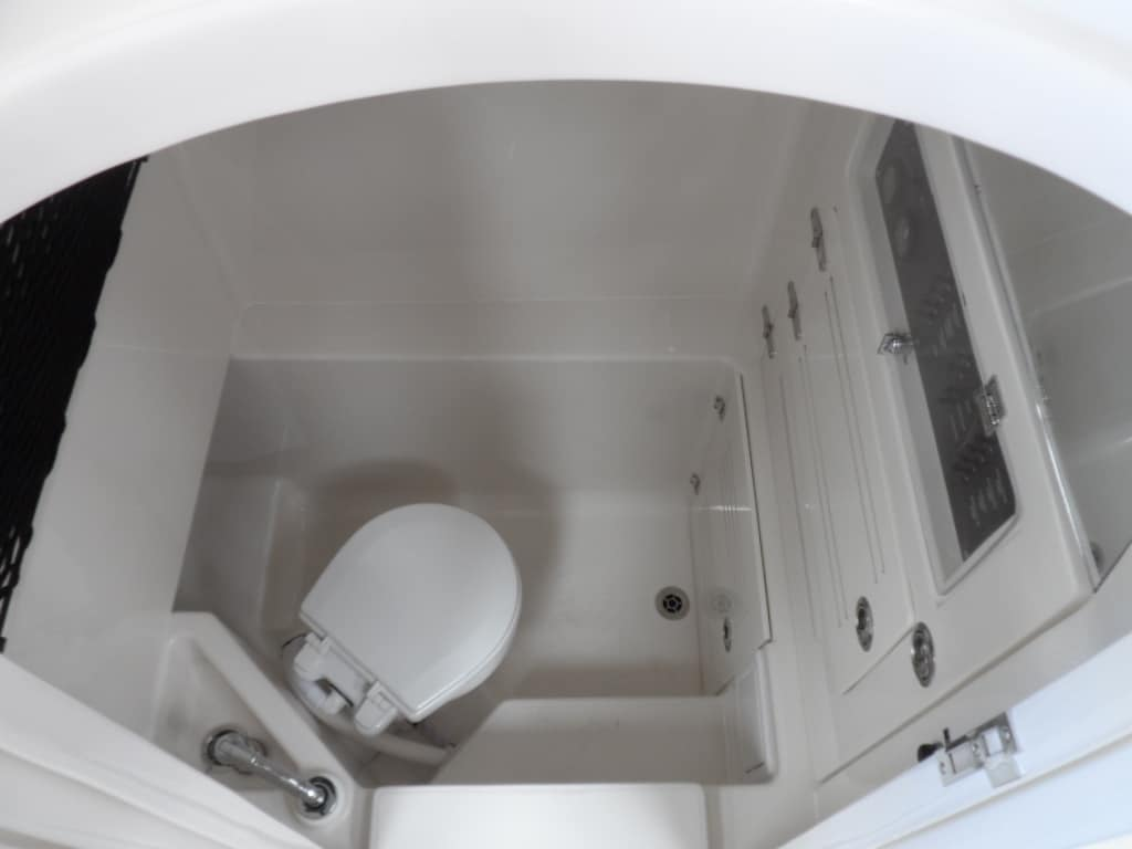 30-hfs-head-interior-with-sink