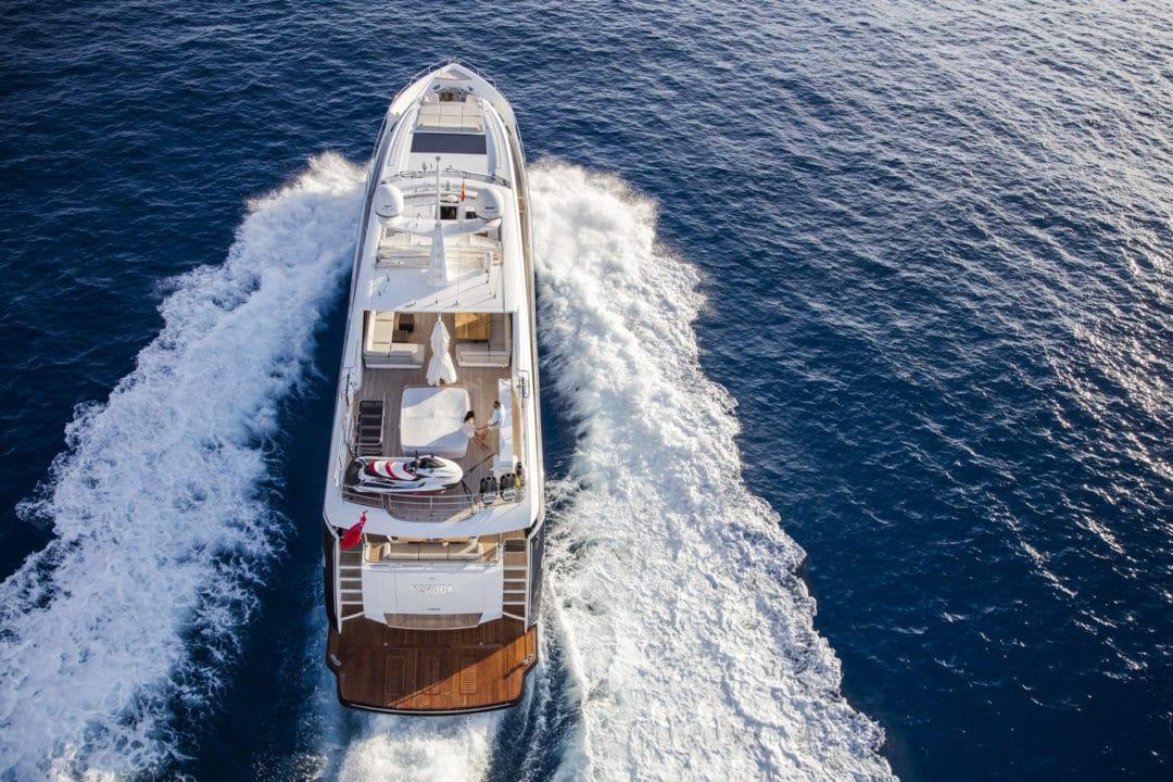 30m-exterior-blue-hull-13