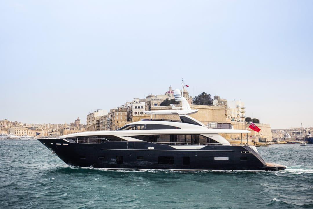 30m-exterior-blue-hull-3