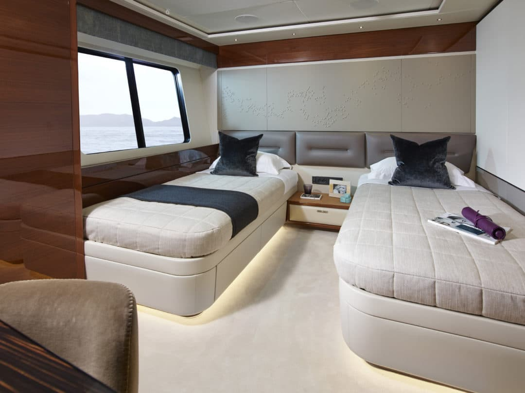 35m_forward_port_cabin_1_rt