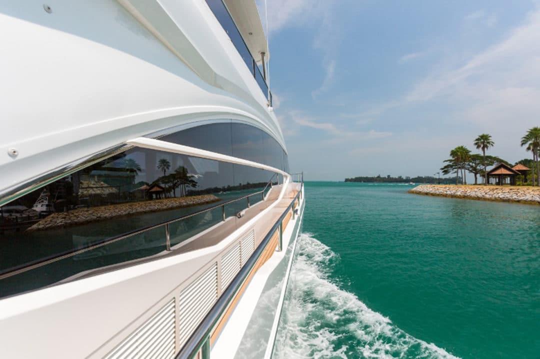 75-exterior-white-hull-side-deck-800x533