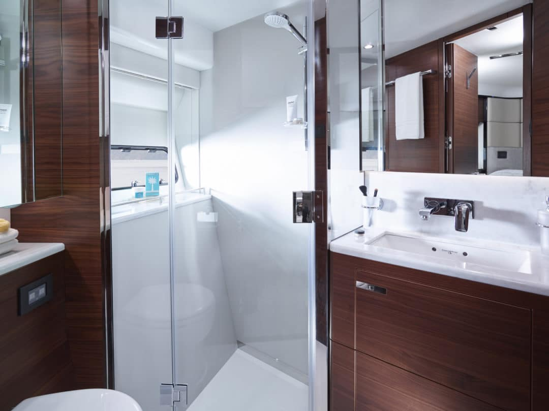 75-motor-yacht-interior-forward-bathroom-american-walnut-satin