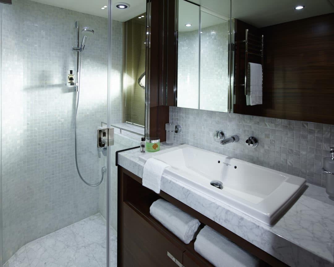 88MY Port Bathroom.jpg