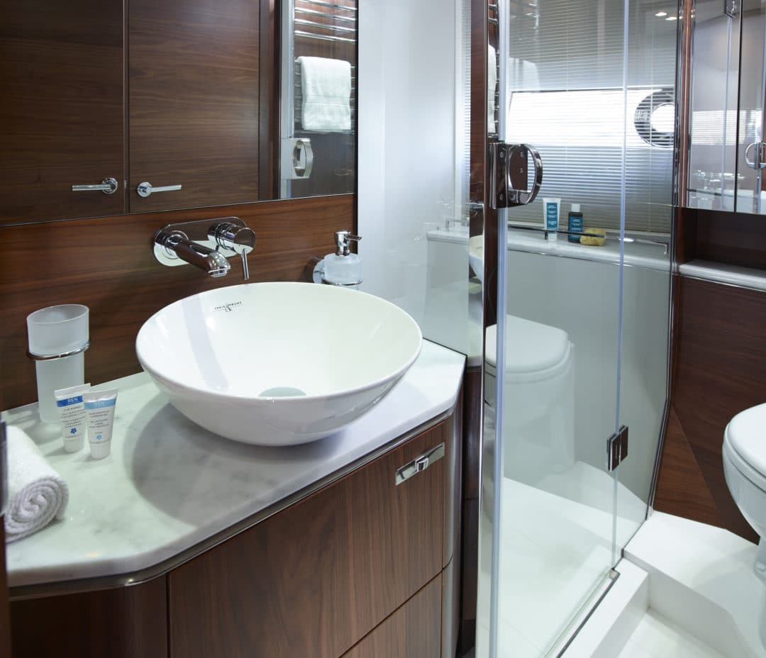 s65_starboard_bathroom_1