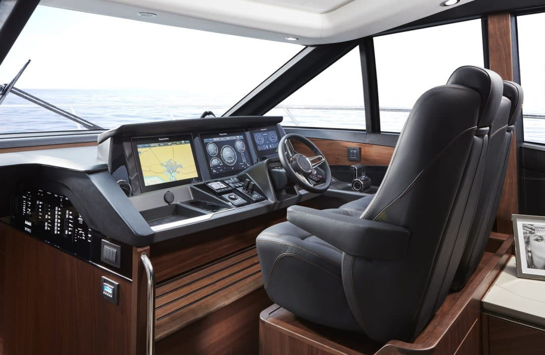 s60-interior-helm-american-walnut-satin