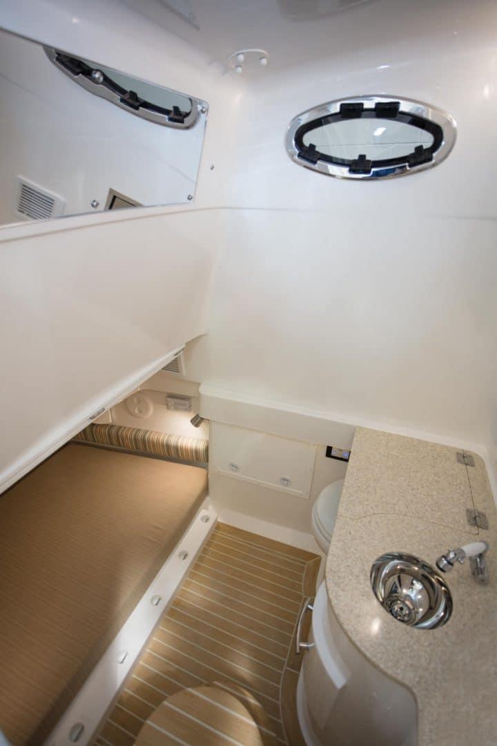 34-regulator-center-console-boat-cabin-berth-head