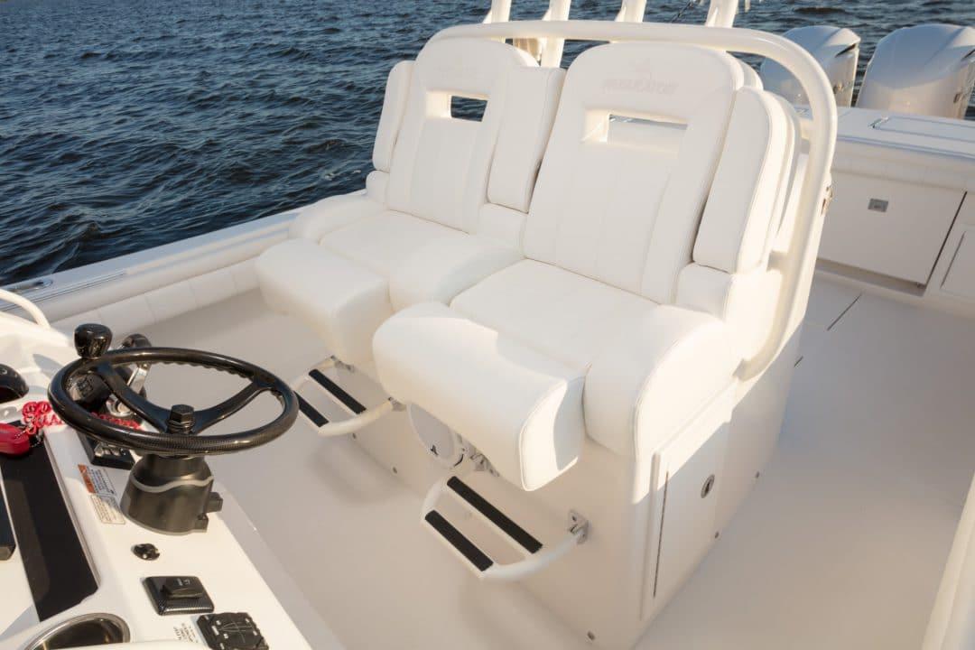 34-regulator-center-console-boat-edson-seat-tackle-center