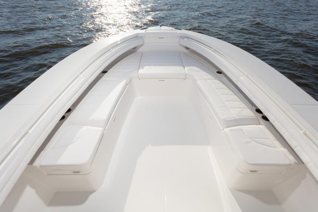 34-regulator-center-console-boat-forward-seating