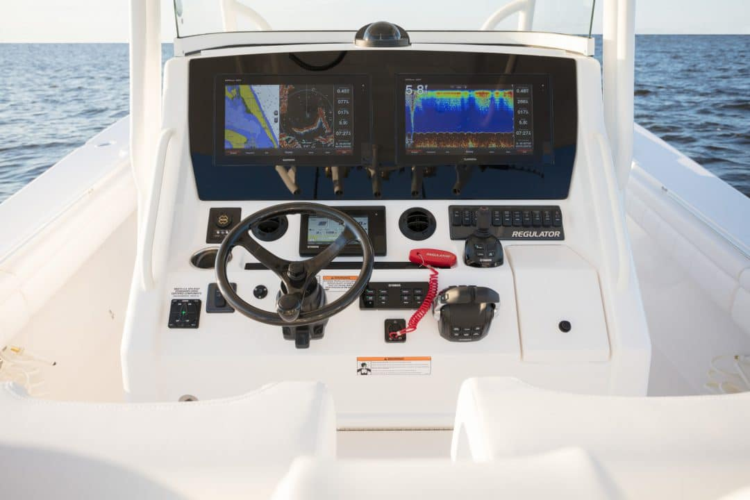 34-regulator-center-console-boat-garmin-edson-yamaha-helm-master