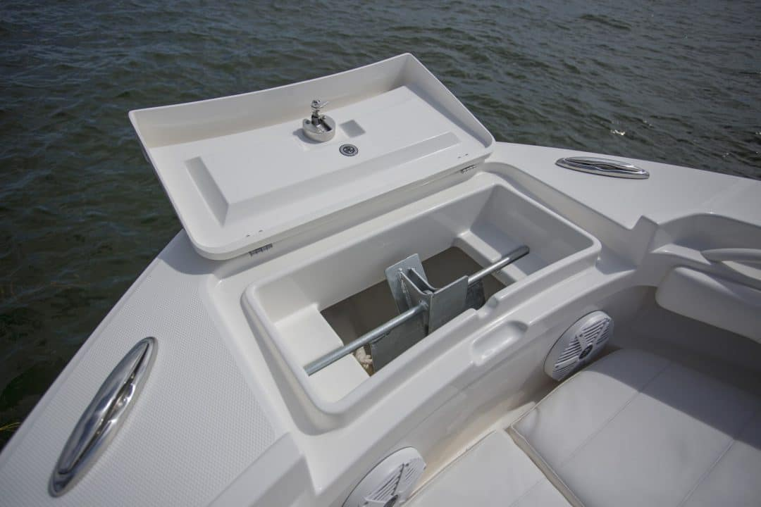 23-regulator-center-console-boat-anchor