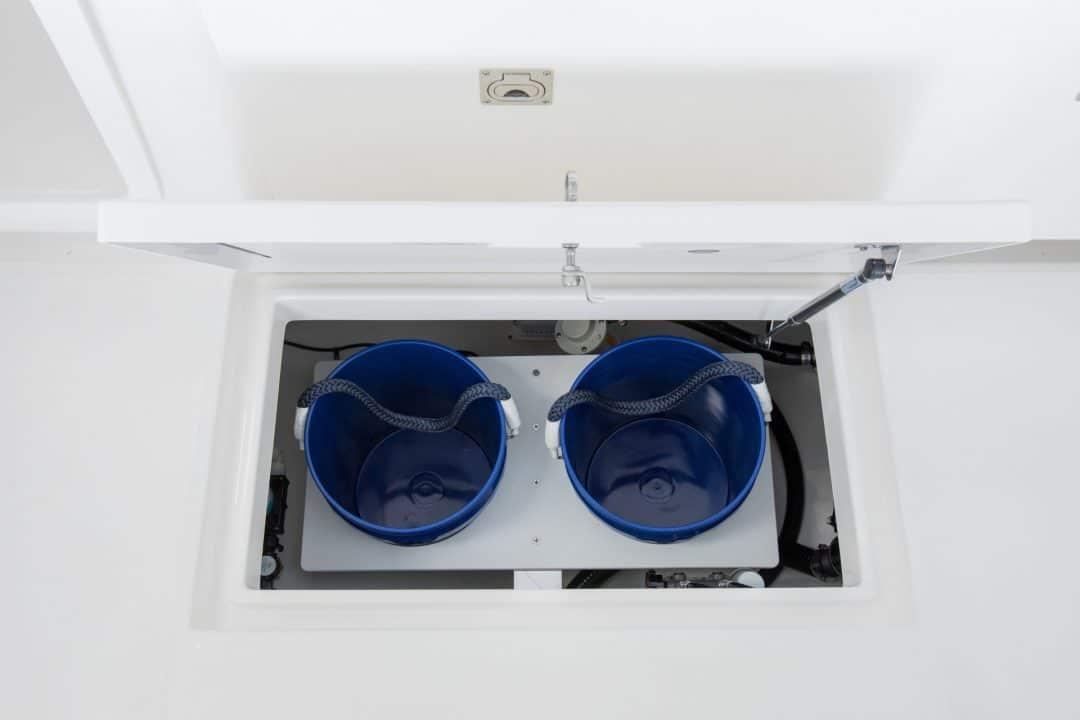23-regulator-center-console-boat-bucket-holder