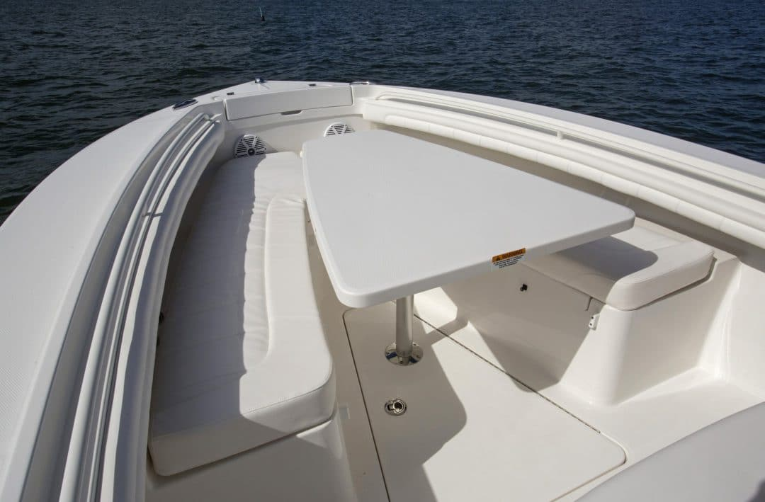 23-regulator-center-console-boat-forward-seat-table