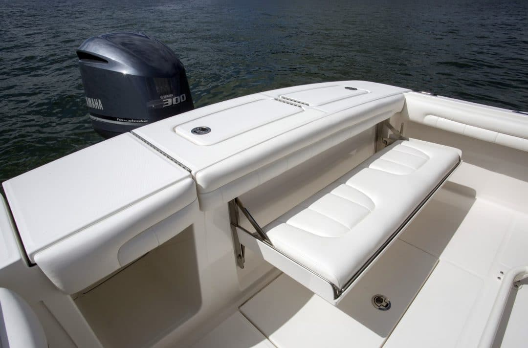 23-regulator-center-console-boat-transom-seat-yamaha-outboard