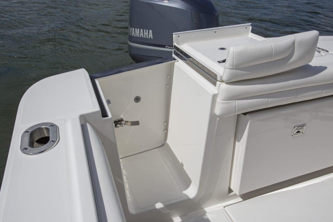 23-regulator-center-console-boat-transom-tuna-door-yamaha-outboard