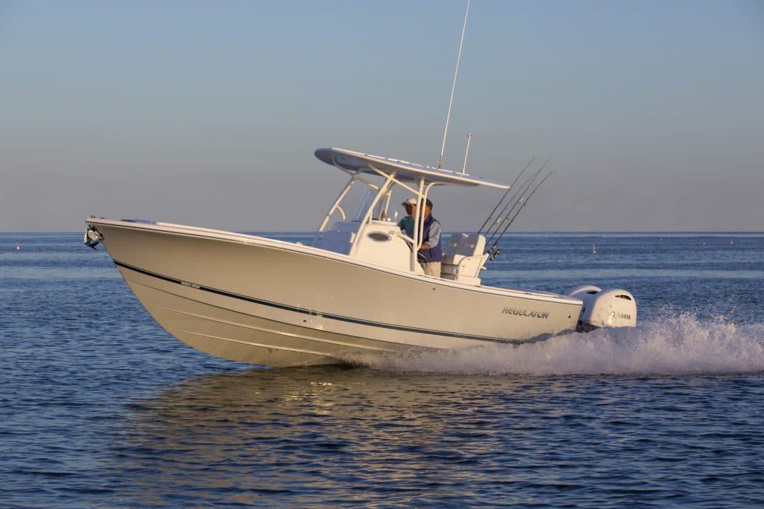 25-regulator-boat-dry-ride