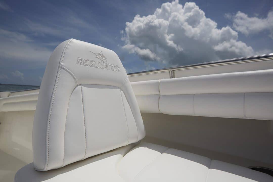 25-regulator-center-console-boat-forward-backrest