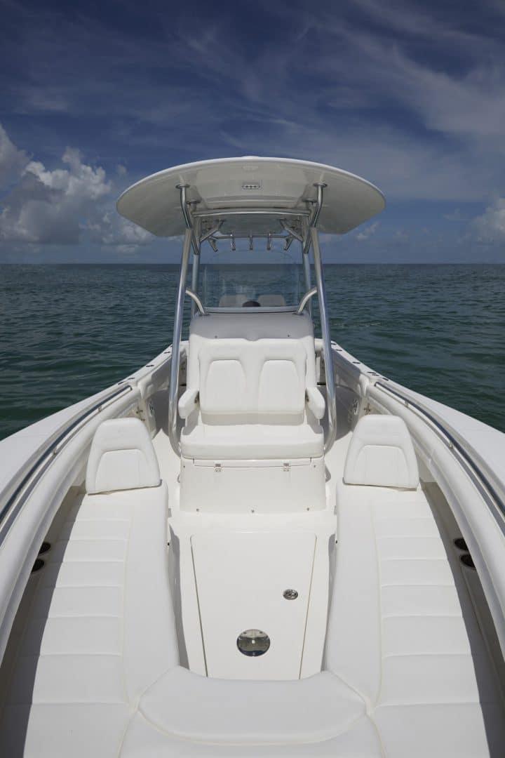 25-regulator-center-console-boat-forward-seating-ttop