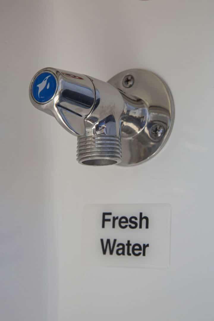 25-regulator-center-console-boat-fresh-water-washdown