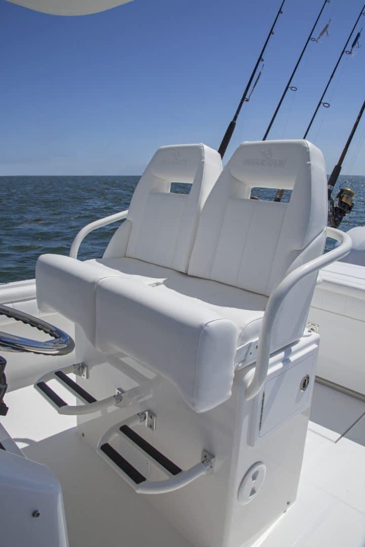 25-regulator-center-console-boat-seat-tackle-center