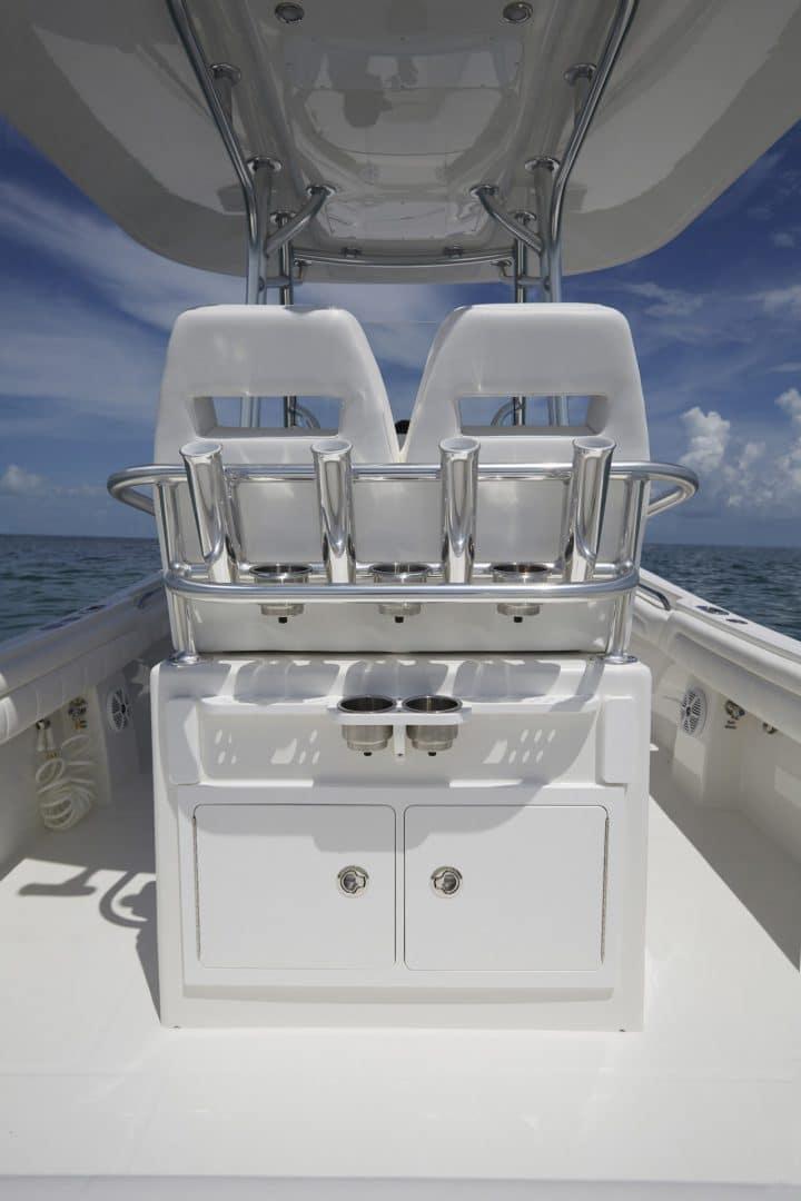 25-regulator-center-console-boat-tackle-center-1