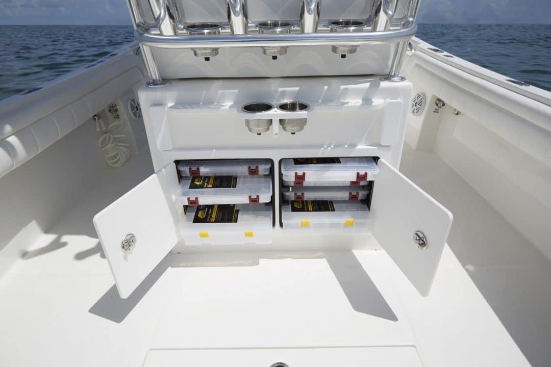 25-regulator-center-console-boat-tackle-center