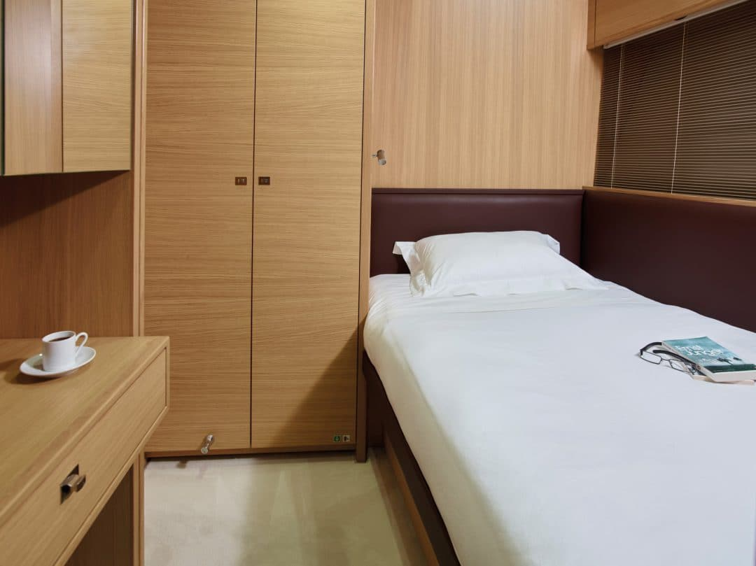 35M_Captains_Cabin_RT