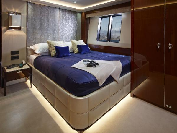 40M_Hull_4_Port_Double_Cabin