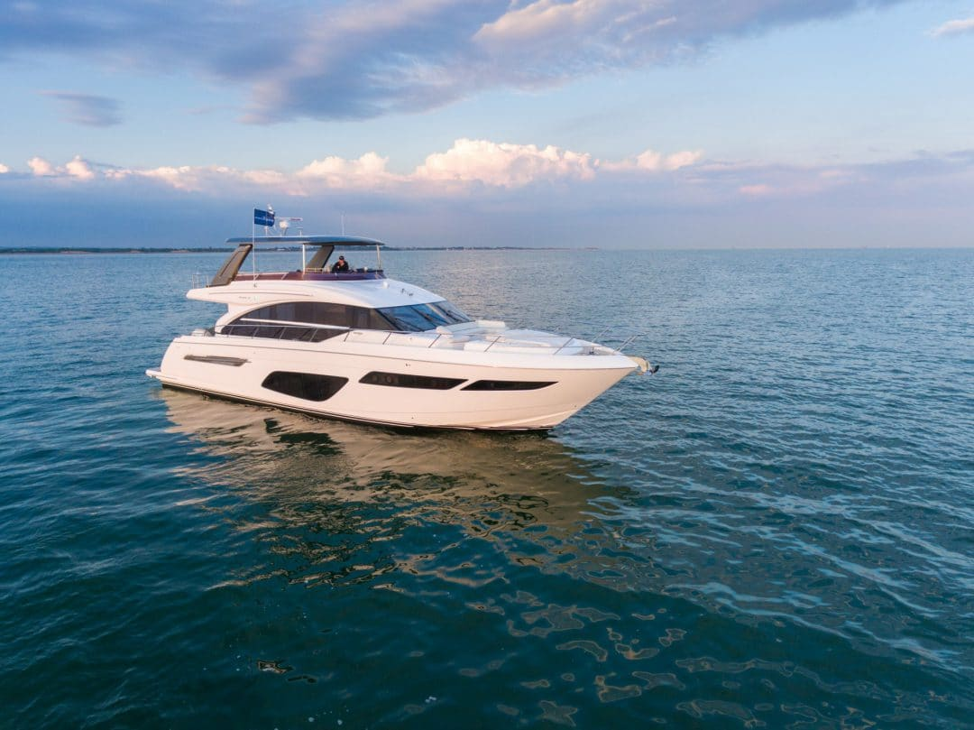 f70-exterior-white-hull-4