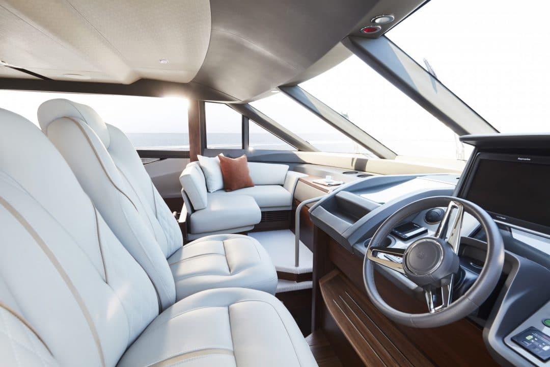 f70-interior-helm-2