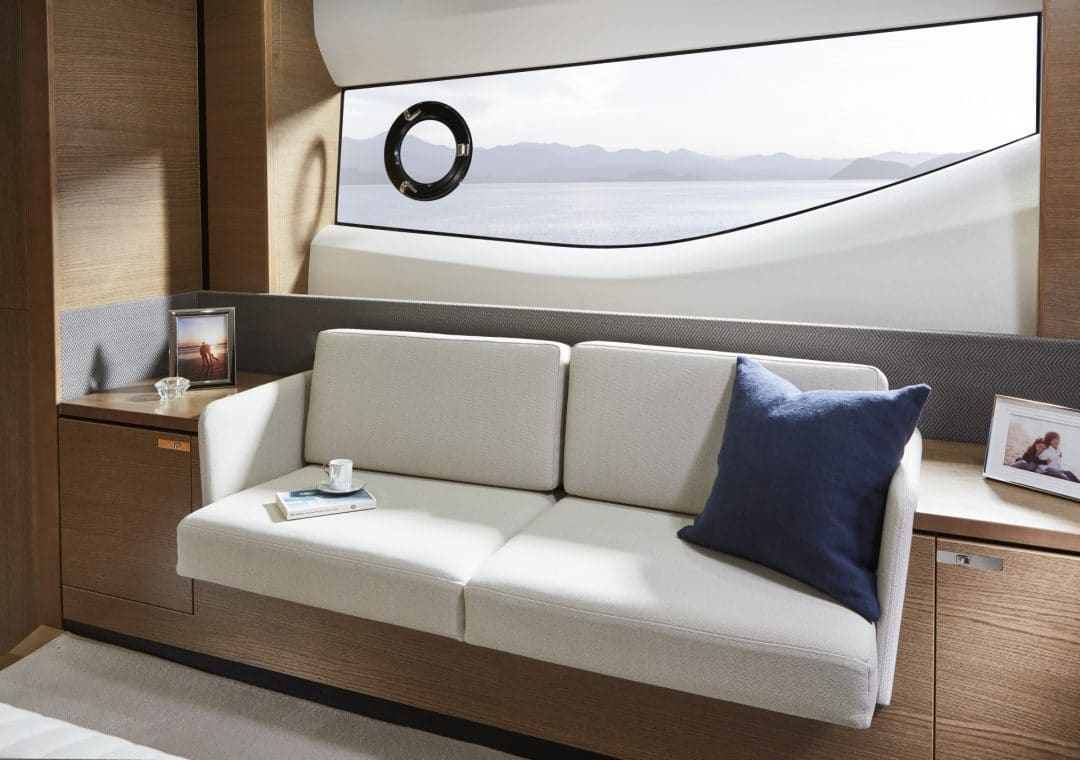v65-interior-owners-stateroom-detail