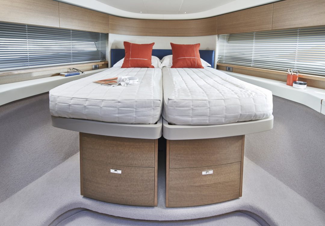 princess-f45-forward-cabin-2-rt