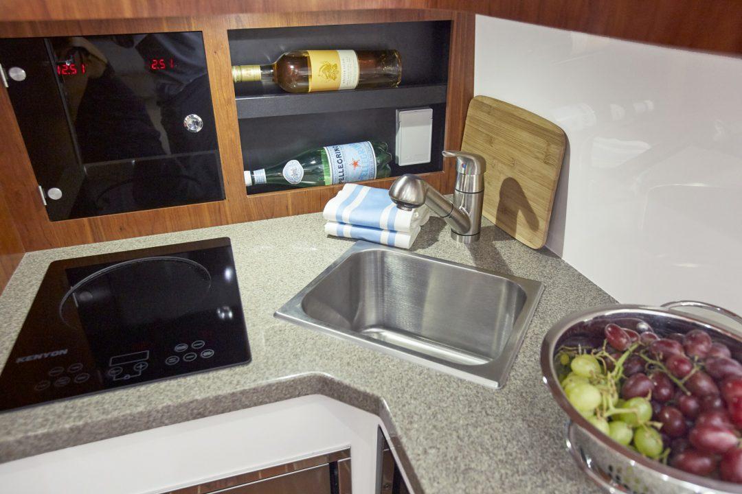 41-regulator-center-console-boat-cabin-galley-kitchen
