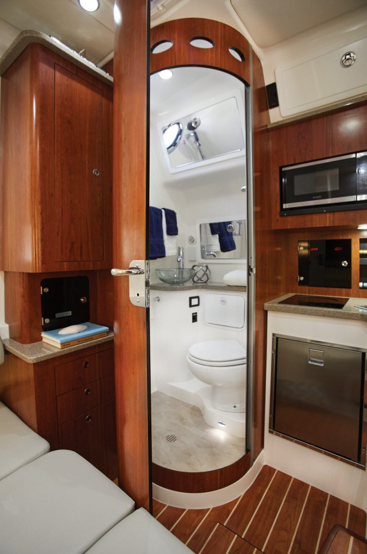 41-regulator-center-console-boat-galley-head-shower-cabin