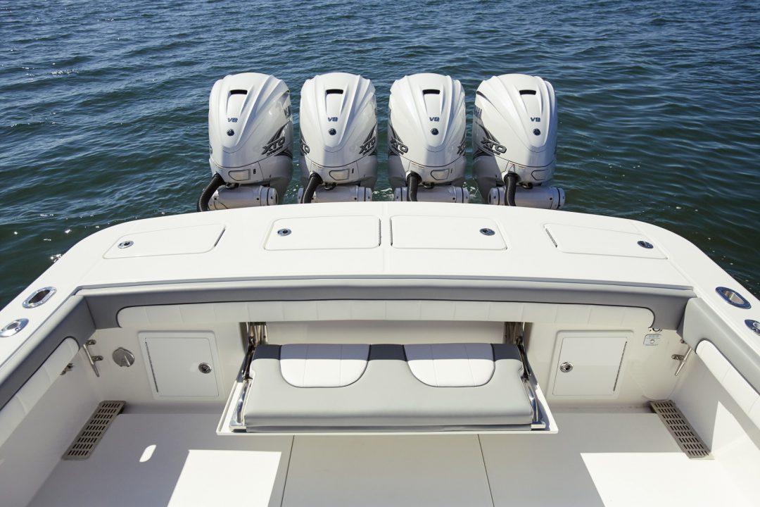 41-regulator-center-console-boat-transom-seat-yamaha-engines