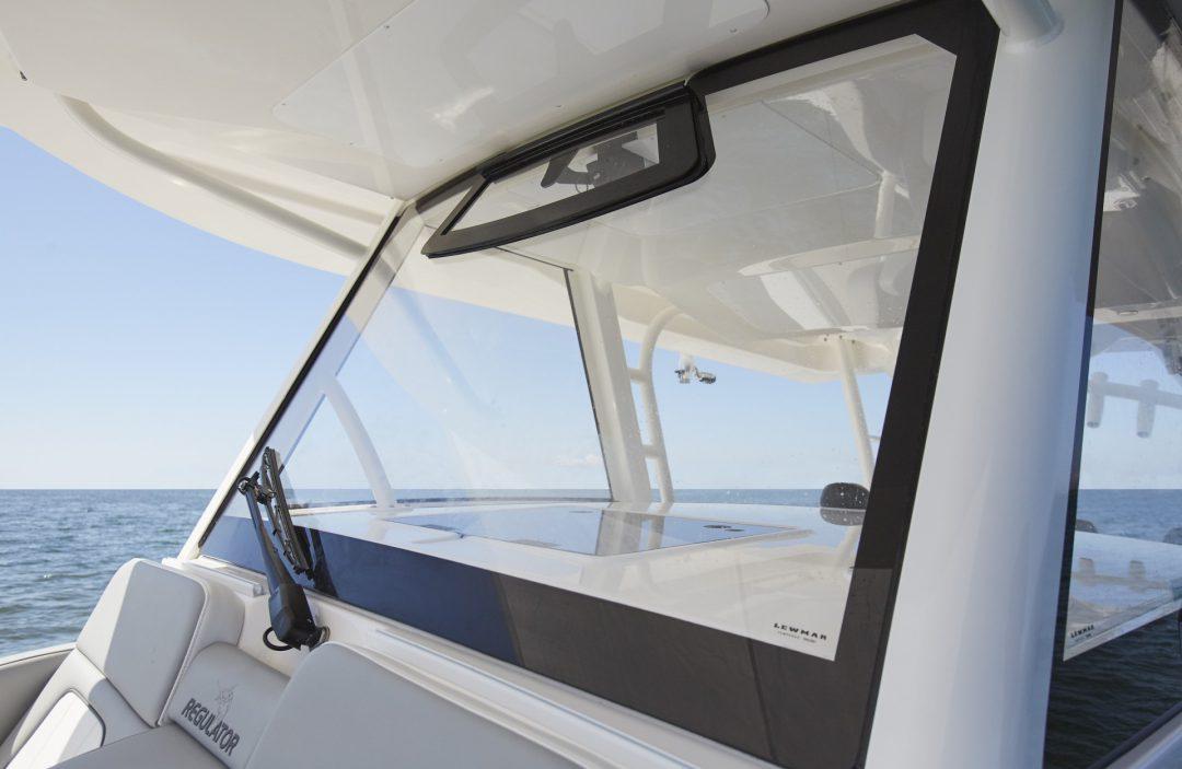 41-regulator-center-console-boat-wraparound-windshield