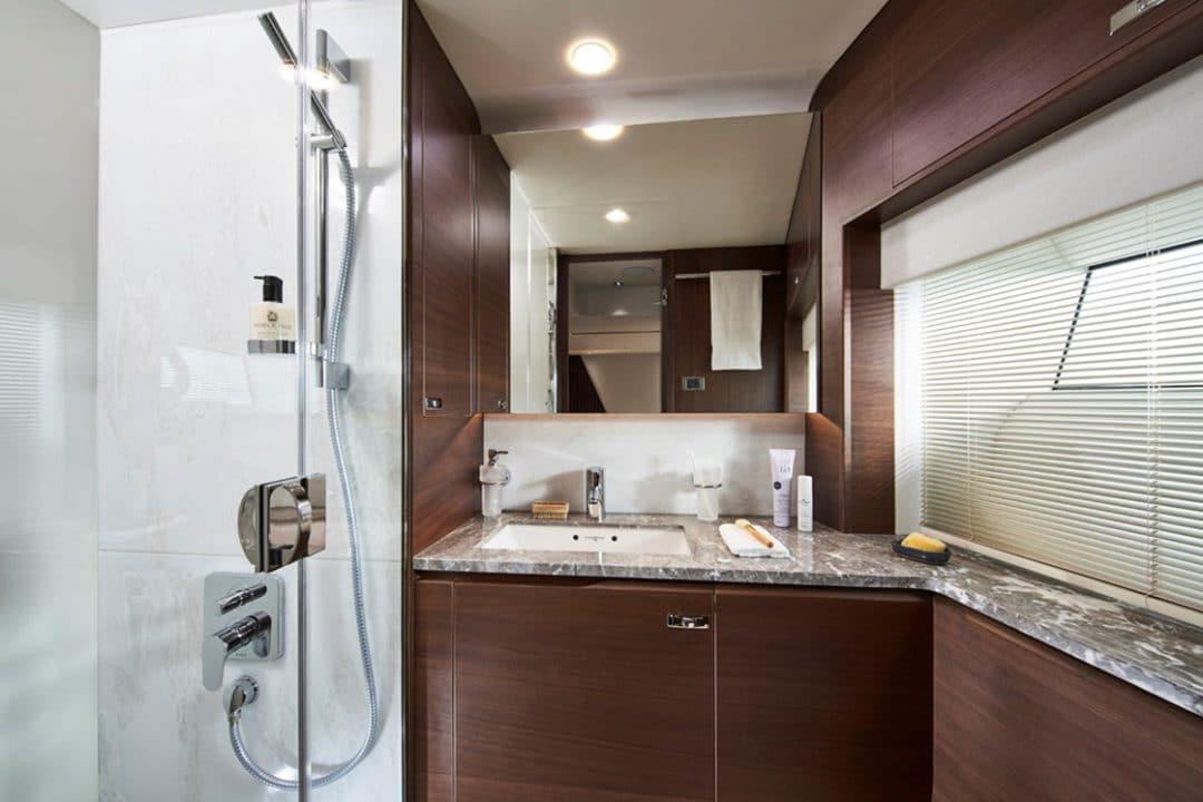 85my-starboard-bathroom-2-rt