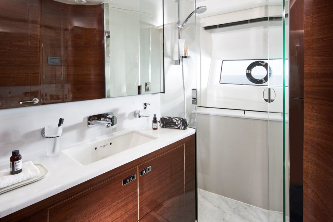 v78-starboard-bathroom-1-rt